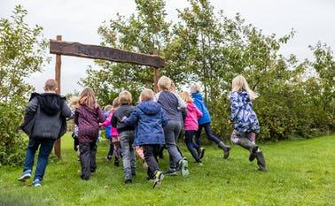 Skoler, lokalsamfund og politikere har indgået et forpligtende samarbejde i Jammerbugt Kommune med projektet Liv i by og skole.