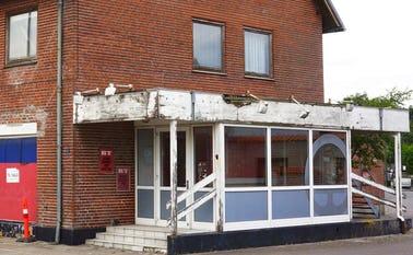 Den gamle brugs midt i Skovlund By forfalder mere og mere