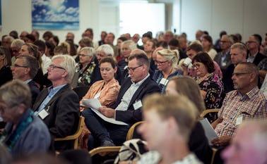 Til september og oktober mødes ildsjæle og foreningsrepræsentanter fra de danske landsbyer til landsbytopmøder, arrangeret af Landdistrikternes Fællesråd.