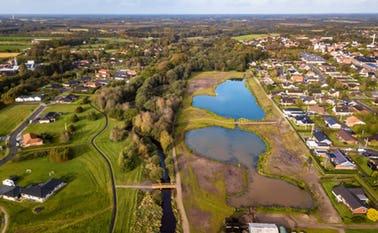 Dronefoto af Ansager Søpark
