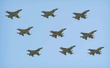 Ni-skibs formationsflyvning, som man kan se på fredag, hvis vejret er med piloterne