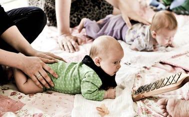 Et musikalsk og rytmisk tilbud til de mindste børn og deres forældre i Skovlund og Ansager kirker