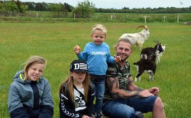 Kristian Nørre-Skovgaard fra Kvong har taget børnene Silas på 3 år, Timmi på 10 år og Tristan