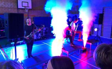 Koncert på Ansager skole: Aphyxion, et dansk dødsmetalband dannet i 2007 i Ribe med unge musikere på 12, 13 og 14 år. Siden har bandet turneret rundt i Danmark og Europa.