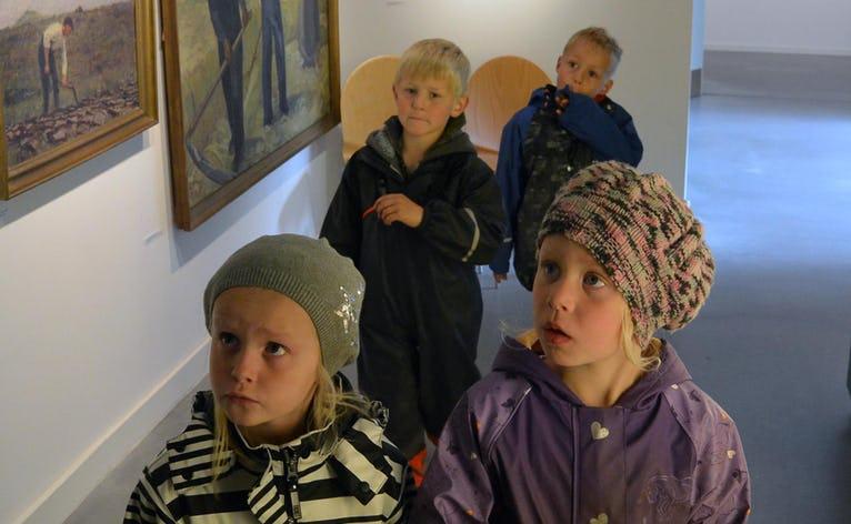 Børnehaven naturligvis på Museumsbesøg i Nymindegab