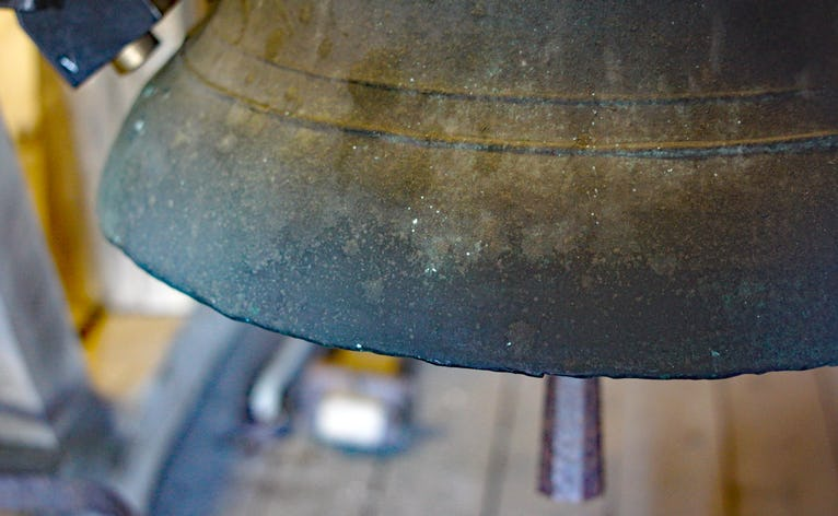 Kirkeklokken i Ansager kirke er en gammel fin klokke fra år 1250-1300. Der var oprindelig tre klokker i Ansager, men kongen manglede i 1528 malm til kanoner, og alle kirker med mere end én klokke skulle aflevere de overskydende klokker til kongen. Ansager afleverede den største og den mindste klokke. Det gav henholdsvis 248 og 208 kg malm til kanoner, og kongen sparede penge ved ikke at skulle købe malmen hos Fuggerne i Augsburg. Kilde: Klokkeskatter i Ribe amt 1526-29 og 1601 af Søren Manøe Hansen