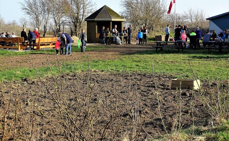 I fælleshaven i Horne laver de meget andet end at dyrke have