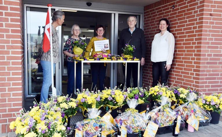 fra venstre:Forstander Rikke Strunge, beboer Eva Christensen, SSA Lise Stephansen, bebor Knud Kvist afdelingsleder Pia Gade