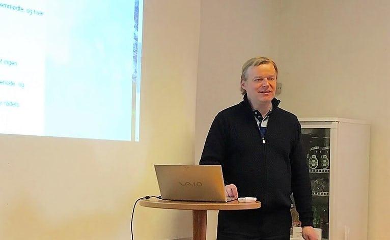 Udviklingsrådet afholder Årsmøde i Helle Hallen. På billedet ses Formand Claus V. Jeppesen.