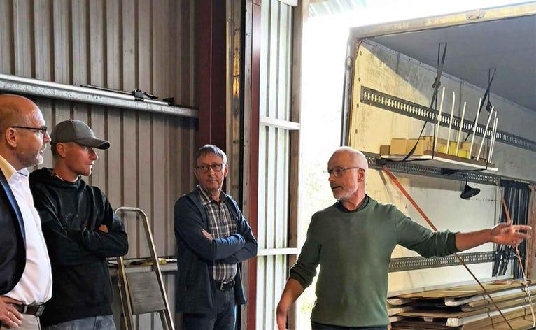 Netværksgruppen 6823 er på besøg hos by Mogensen i Skovlund, hvor Karl Otto Schultz viste rundt