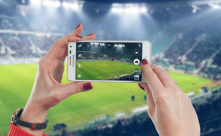 Du lærer principperne bag at beskære et billede og at tage højde for, hvordan billedet vises på mobil og hjemmeside.