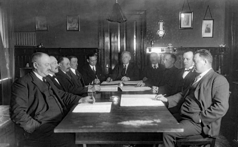 Fra dengang Skovlund, Ansager og Stenderup havde fælles sogneråd. Køns- og aldersfordelingen var lidt smal