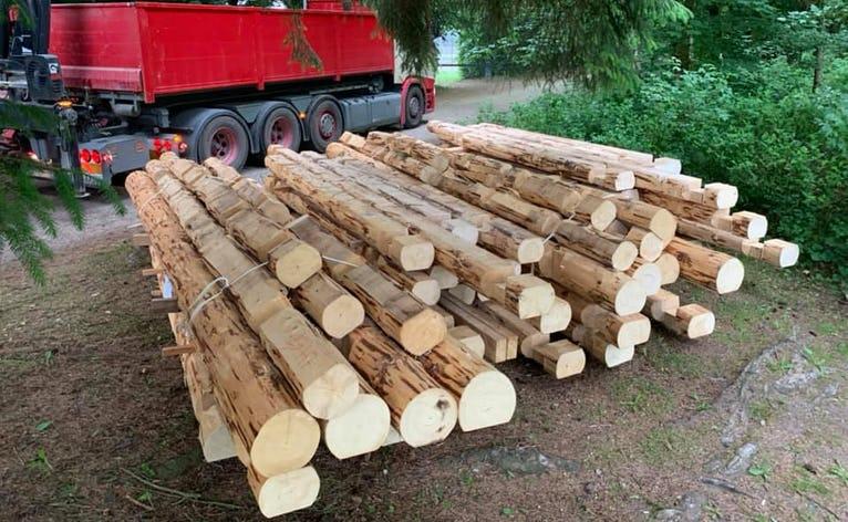Tømmer klar til de nye shelters