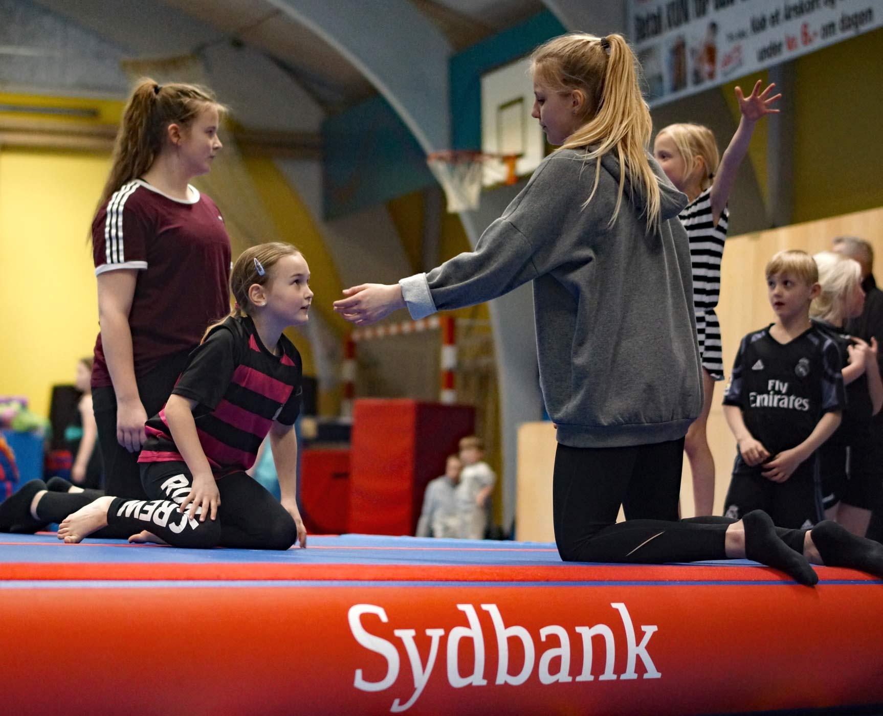 Gymnasterne i AIF tog godt imod den nye AIR-track, der straks blev taget i brug Foto: Karsten Madsen